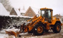 Gladheidsbestrijding - Sneeuwschuiven op bedrijfsterreinen